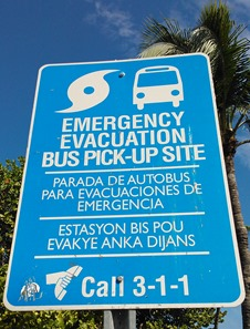 cartello di punto di raccolta per evacuazione visto a Miami Beach: EMERGENCY EVACUATION BUS PICK-UP SITE