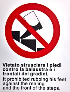 Vietato strusciare i piedi contro la  balaustra e i frontali dei gradini. It prohibited rubbing his feet against the realing and the front of the steps.