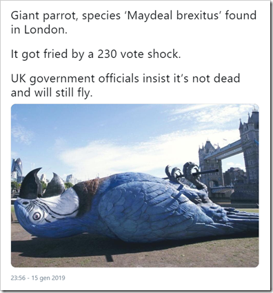 "[foto di enorme pappagallo blu stecchito davanti al Tower Bridge di Londra] ""Giant parrot, species 'Maydeal brexitus' found in London. It got fried by a 230 vote shock. UK government officials insist it's not dead and will still fly"""